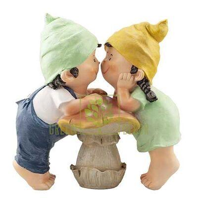 Фигурка Мальчик с девочкой на грибочке