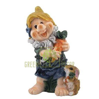 Садовая фигура Гном с морковкой