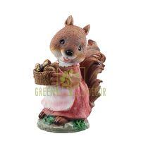 Фигурка Белка девочка с орешками
