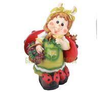 Садовая фигура Гномик с корзиной черники